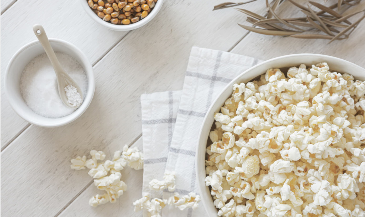 Popcorn snack with salt - Unsplash: Eduardo Casajus Gorostiaga