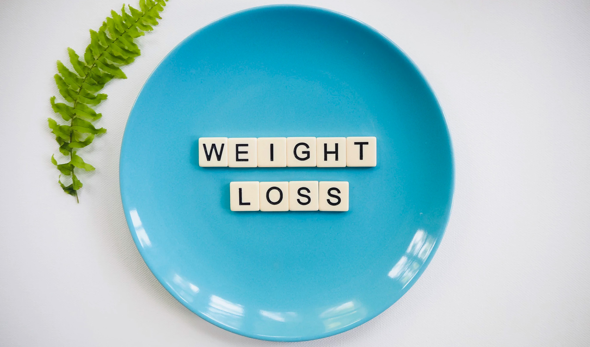 A blue plate that has weight loss written on it.